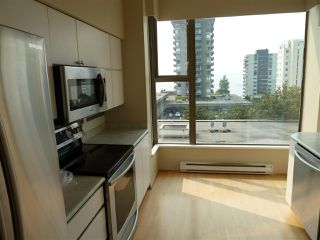 "Photo 8: 402 570 18TH Street in West Vancouver: Ambleside Condo for sale in ""WENTWORTH"" : MLS®# R2194488"