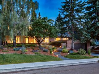 Photo 2: 4412 CORONATION Drive SW in Calgary: Britannia House for sale : MLS®# C4132058
