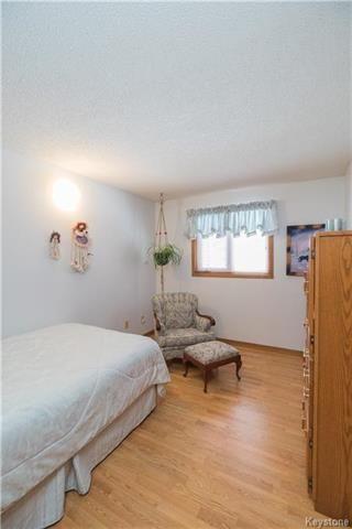 Photo 11: 105 Oakbank Drive: Oakbank Residential for sale (R04)  : MLS®# 1801130