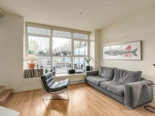 "Photo 6: 209 2250 COMMERCIAL Drive in Vancouver: Grandview VE Condo for sale in ""THE MARQUEE"" (Vancouver East)  : MLS®# R2253784"