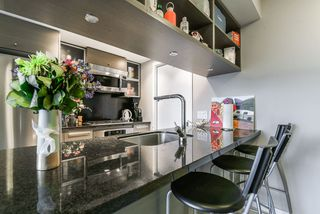 Photo 3: 2102 833 SEYMOUR Street in Vancouver: Downtown VW Condo for sale (Vancouver West)  : MLS®# R2340475