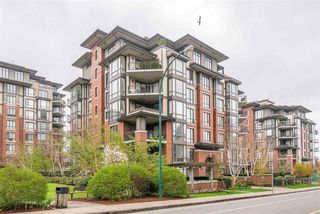 "Photo 1: 204 1580 MARTIN Street in Surrey: White Rock Condo for sale in ""Sussex House"" (South Surrey White Rock)  : MLS®# R2357775"