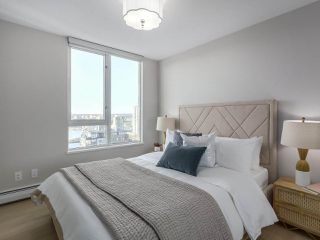 "Photo 11: 2606 1201 MARINASIDE Crescent in Vancouver: Yaletown Condo for sale in ""THE PENINSULA"" (Vancouver West)  : MLS®# R2363085"
