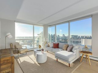 "Photo 1: 2606 1201 MARINASIDE Crescent in Vancouver: Yaletown Condo for sale in ""THE PENINSULA"" (Vancouver West)  : MLS®# R2363085"