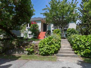 Photo 1: 1511 EDINBURGH Street in New Westminster: West End NW House for sale : MLS®# R2379549