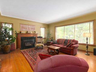 Photo 2: 1511 EDINBURGH Street in New Westminster: West End NW House for sale : MLS®# R2379549