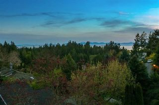 Photo 3: 4798 WOODLEY Drive in West Vancouver: Cypress Park Estates House for sale : MLS®# R2383728