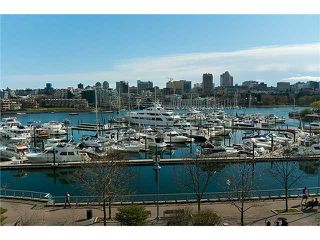 "Photo 2: 302 1077 MARINASIDE Crescent in Vancouver: False Creek North Condo for sale in ""MARINASIDE RESORT"" (Vancouver West)  : MLS®# V883853"