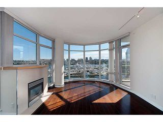 "Photo 5: 302 1077 MARINASIDE Crescent in Vancouver: False Creek North Condo for sale in ""MARINASIDE RESORT"" (Vancouver West)  : MLS®# V883853"