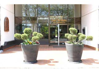 """Photo 2: 302 4194 MAYWOOD Street in Burnaby: Metrotown Condo for sale in """"PARK AVENUE TOWERS"""" (Burnaby South)  : MLS®# V1063946"""