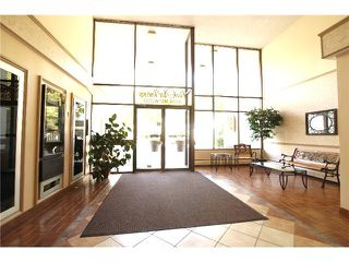 "Photo 3: 302 4194 MAYWOOD Street in Burnaby: Metrotown Condo for sale in ""PARK AVENUE TOWERS"" (Burnaby South)  : MLS®# V1063946"
