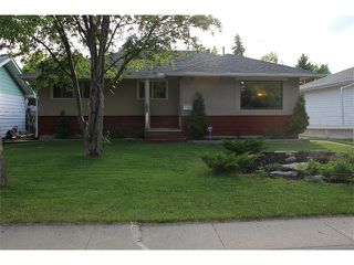 Photo 1: 2443 ELMWOOD Drive SE in Calgary: Southview House for sale : MLS®# C4016695