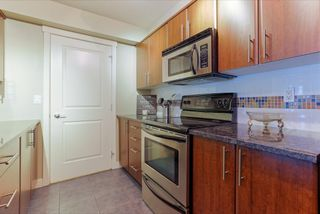 """Photo 9: 305 19340 65 Avenue in Surrey: Clayton Condo for sale in """"Esprit"""" (Cloverdale)  : MLS®# R2045830"""
