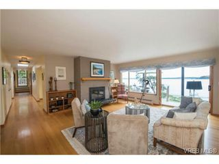 Photo 5: 8381 Lochside Drive in SAANICHTON: CS Turgoose Single Family Detached for sale (Central Saanich)  : MLS®# 366040