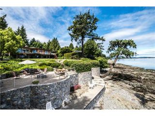 Photo 2: 8381 Lochside Drive in SAANICHTON: CS Turgoose Single Family Detached for sale (Central Saanich)  : MLS®# 366040