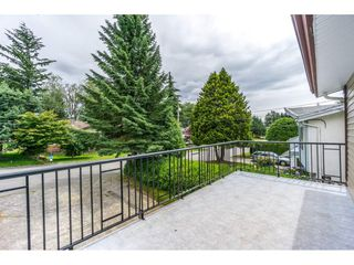 Photo 2: 2325 BEDFORD Place in Abbotsford: Abbotsford West House for sale : MLS®# R2085946