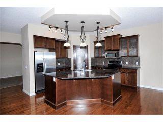Photo 2: 172 ASPEN HILLS Close SW in Calgary: Aspen Woods House for sale : MLS®# C4102961