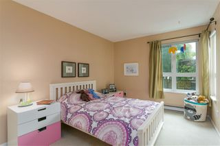 "Photo 13: 201 106 W KINGS Road in North Vancouver: Upper Lonsdale Condo for sale in ""Kings Court"" : MLS®# R2214893"