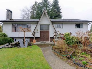 Photo 1: 584 HARRISON Avenue in Coquitlam: Coquitlam West House for sale : MLS®# R2263564