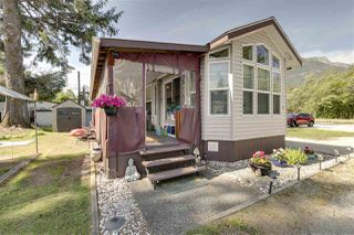 "Photo 3: 27 40022 GOVERNMENT Road in Squamish: Garibaldi Estates Manufactured Home for sale in ""Angelo's Trailer Park"" : MLS®# R2379111"