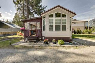 "Photo 2: 27 40022 GOVERNMENT Road in Squamish: Garibaldi Estates Manufactured Home for sale in ""Angelo's Trailer Park"" : MLS®# R2379111"