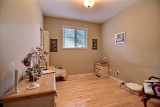 Photo 11: 348 OZERNA Road in Edmonton: Zone 28 House for sale : MLS®# E4163853
