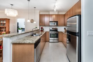 """Photo 5: 214 14 E ROYAL Avenue in New Westminster: Fraserview NW Condo for sale in """"VICTORIA HILL"""" : MLS®# R2385343"""