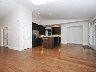 Photo 6: 1210 Lavinia Lane in VICTORIA: SE Cordova Bay Single Family Detached for sale (Saanich East)  : MLS®# 819540