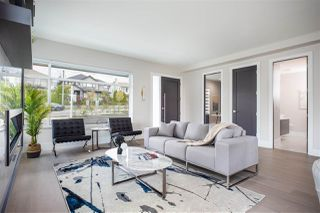 Photo 3: 405 E KEITH Road in North Vancouver: Boulevard House for sale : MLS®# R2439453