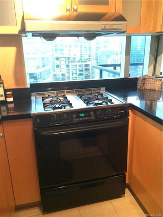 Photo 6: 802 1003 Burnaby St in : Mn Mainland Proper Condo for sale (Mainland)  : MLS®# 827936