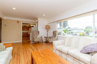 Photo 4: 1074 Londonderry Rd in Saanich: SE Lake Hill Single Family Detached for sale (Saanich East)  : MLS®# 841923