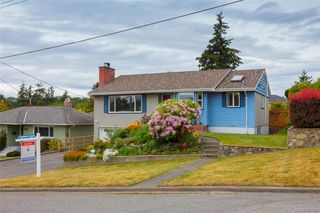Photo 1: 1074 Londonderry Rd in Saanich: SE Lake Hill House for sale (Saanich East)  : MLS®# 841923