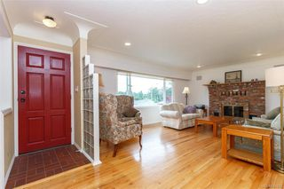 Photo 2: 1074 Londonderry Rd in Saanich: SE Lake Hill House for sale (Saanich East)  : MLS®# 841923