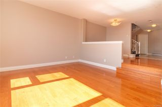Photo 5: 111 75 Songhees Rd in : VW Songhees Row/Townhouse for sale (Victoria West)  : MLS®# 854182