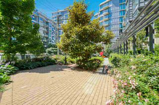 Photo 16: 911 38 W 1ST AVENUE in Vancouver: False Creek Condo for sale (Vancouver West)  : MLS®# R2492944