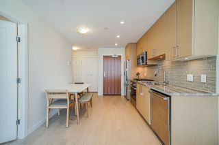 Photo 5: 911 38 W 1ST AVENUE in Vancouver: False Creek Condo for sale (Vancouver West)  : MLS®# R2492944