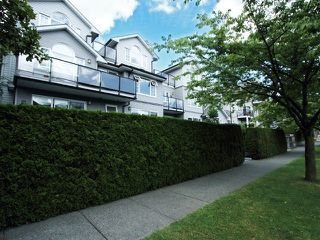 "Photo 2: 203 833 W 16TH Avenue in Vancouver: Fairview VW Condo for sale in ""THE EMERALD"" (Vancouver West)  : MLS®# V906955"