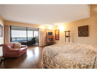 Photo 15: 237 RONDOVAL Crescent in North Vancouver: Upper Delbrook House for sale : MLS®# V1102155