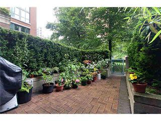 """Photo 12: 4 1182 QUEBEC Street in Vancouver: Mount Pleasant VE Townhouse for sale in """"CITYGATE"""" (Vancouver East)  : MLS®# V1112394"""