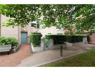 """Photo 13: 4 1182 QUEBEC Street in Vancouver: Mount Pleasant VE Townhouse for sale in """"CITYGATE"""" (Vancouver East)  : MLS®# V1112394"""