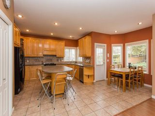 Photo 5: 15539 78A Avenue in Surrey: Fleetwood Tynehead House for sale : MLS®# R2009441