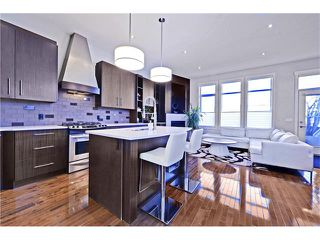 Photo 8: 2626 1 Avenue NW in Calgary: West Hillhurst House for sale : MLS®# C4039407