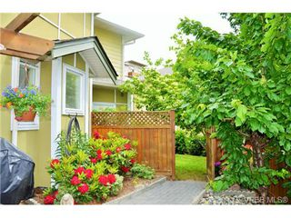 Photo 5: 917 Brock Ave in VICTORIA: La Langford Proper Row/Townhouse for sale (Langford)  : MLS®# 732298