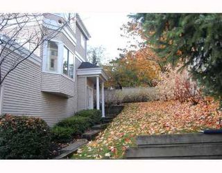 Photo 2: 54 6700 RUMBLE Street: South Slope Home for sale ()  : MLS®# V676374