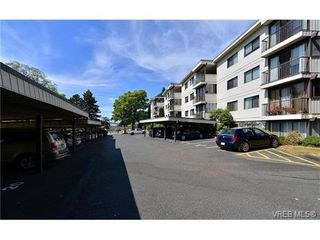 Photo 1: 405 1875 Lansdowne Rd in VICTORIA: SE Camosun Condo for sale (Saanich East)  : MLS®# 752217