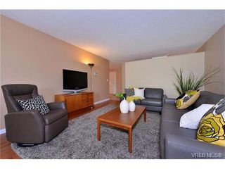 Photo 4: 405 1875 Lansdowne Rd in VICTORIA: SE Camosun Condo for sale (Saanich East)  : MLS®# 752217