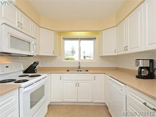 Photo 6: 1701 Jefferson Avenue in VICTORIA: SE Gordon Head Strata Duplex Unit for sale (Saanich East)  : MLS®# 376112