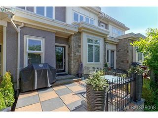 Photo 1: 107 7088 West Saanich Rd in BRENTWOOD BAY: CS Brentwood Bay Row/Townhouse for sale (Central Saanich)  : MLS®# 761340