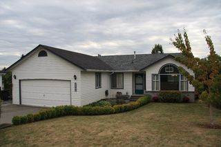 Photo 1: 3901 Waterton Crescent in Abbotsford: Abbotsford East House for sale : MLS®# R2208550
