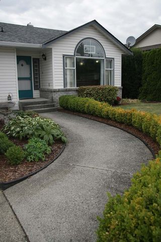 Photo 4: 3901 Waterton Crescent in Abbotsford: Abbotsford East House for sale : MLS®# R2208550
